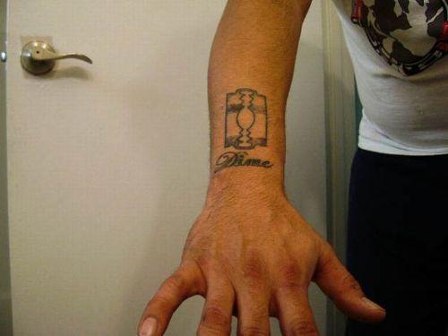 tatuajes flamenco. Se hizo el tatuaje en memoria - Miley Cyrus: Mi primer tatuaje no me dolió
