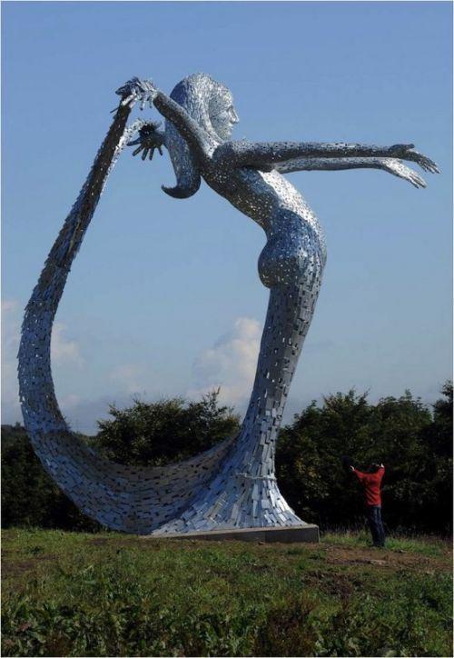 sirena gigante metal