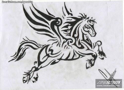caballo tribal tatuaje